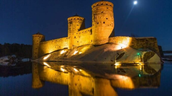 Olavinlinna_Burg-bei-Nacht_c-Finnish-Heritage-Agency