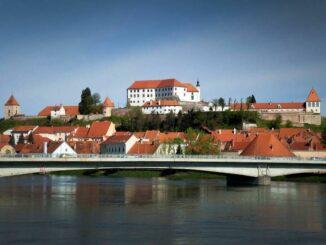 Ptujski Grad Schloss über der Drau © Pokrajinski muzej Ptuj Ormož
