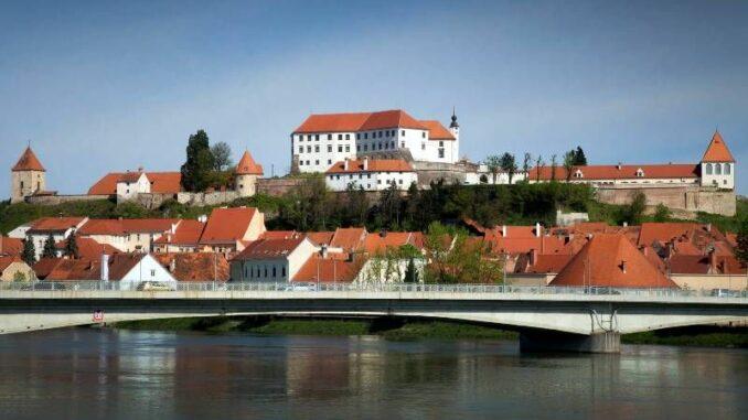 Ptujski-Grad_Panorama_c-Pokrajinski-muzej-Ptuj-Ormoz_800