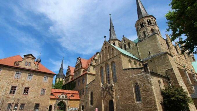 Schloss-Merseburg_Dom-und-Schloss_c-burgen-de_800