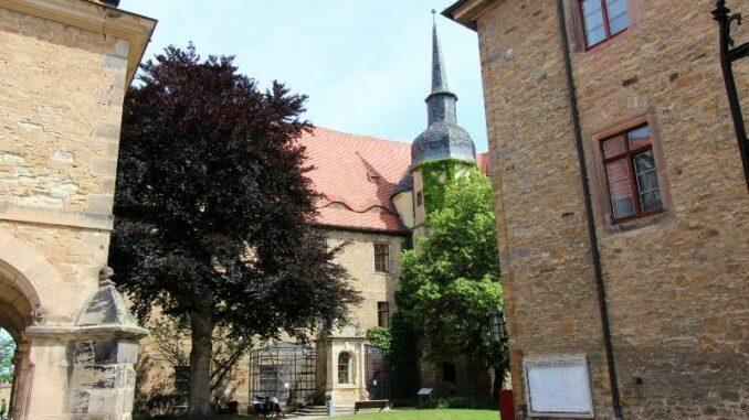 Schloss-Merseburg_Rabenvoliere_c-burgen-de_800