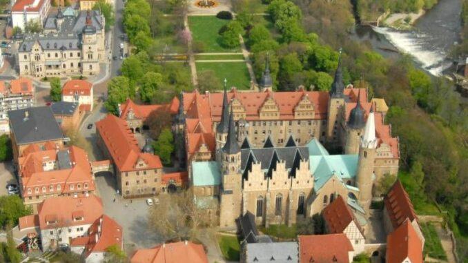Schloss-Merseburg_Schloss-und-Dom-aus-der-Luft_c-Kreisverwaltung-Saalekreis_800