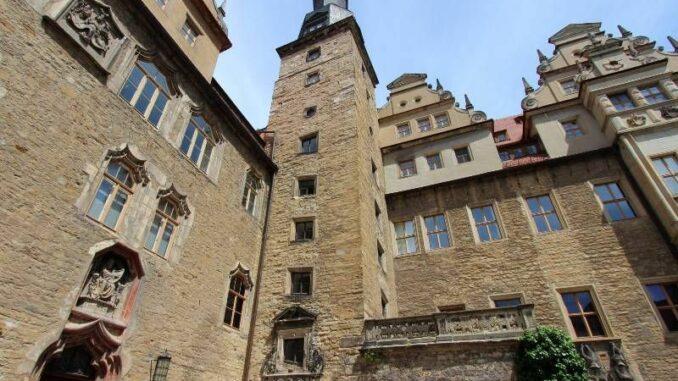 Schloss-Merseburg_Turm_c-burgen-de_800