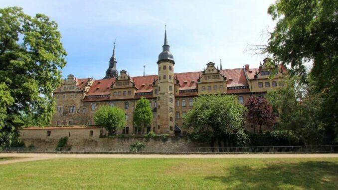 Schloss-Merseburg_Von-der-Gartenseite_c-burgen-de_800