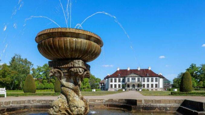 Schloss-Oranienbaum_Parkseite-mit-Springbrunnen_c-KsDW-Bildarchiv-Peter Dafinger_800