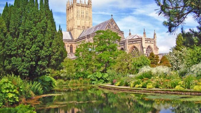 The-Bishops-Palace-and-Gardens_Kathedrale_c-The-Bishops-Palace-and-Gardens_800