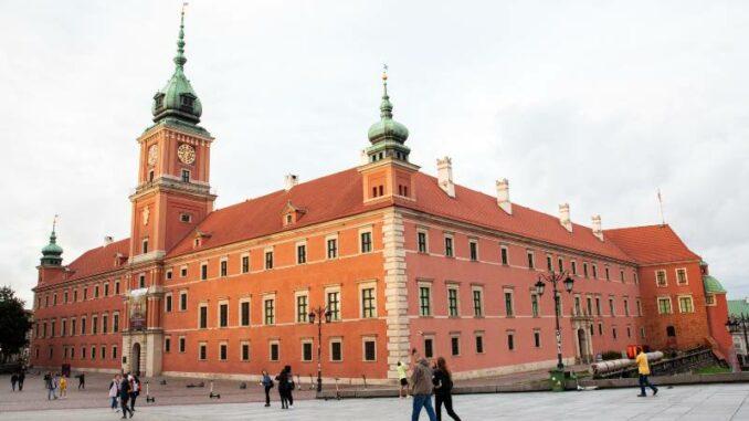 Zamek-Krolewski-w-Warszawie_Schlossfassade-zum-Schlossplatz_c-Zamek-Krolewski-w-Warszawie_800