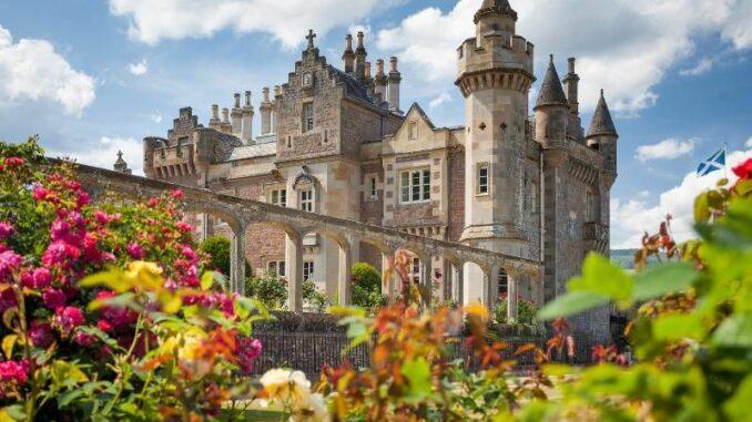 Abbotsford_Das-Schloss-in-den-Blumen_c_Abbotsford_800