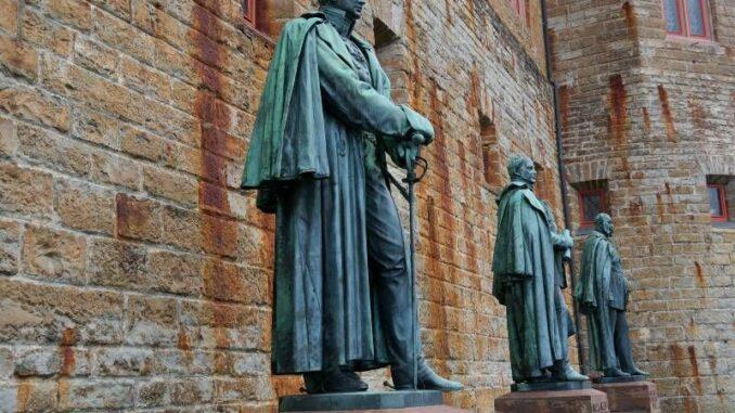 Burg-Hohenzoller_Statuen_c-Hans-Braxmeier_800