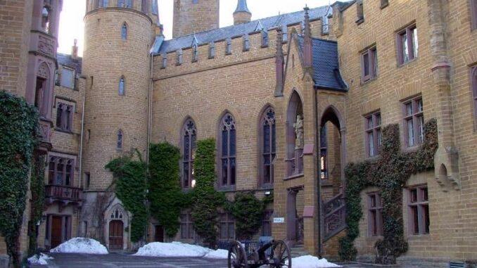 Burg-Hohenzollern_Innenhof_c-burgen.de