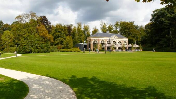 Kasteel-Ruurlo_Park-mit-Orangerie_c-Rutger-Hollander_800