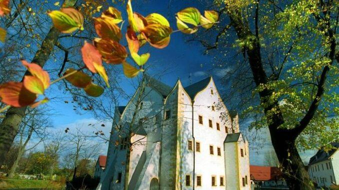 Wasserschloss-Klaffenbach-im-Herbst_c-c3-chemnitz_800